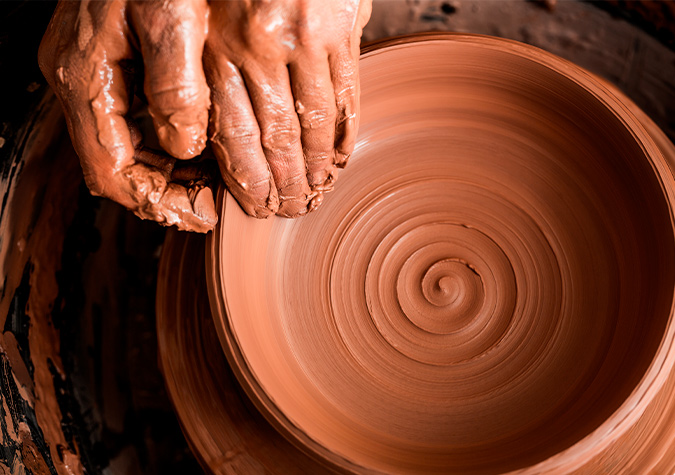 Ceramics: a material that is resistant to heat and the passage of the centuries